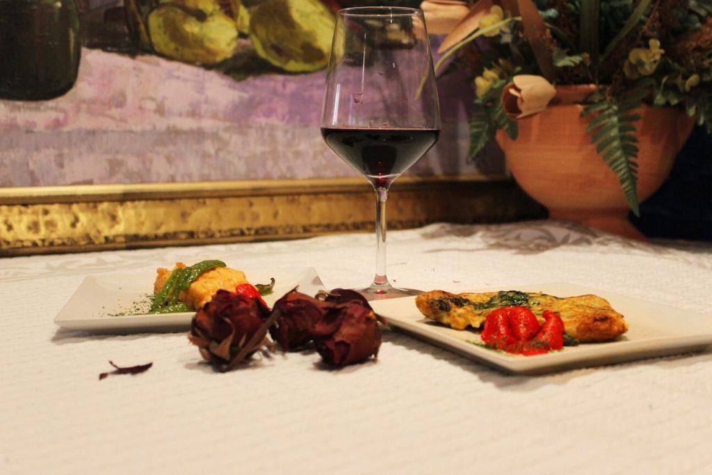 aperitivo rebozados  y vino