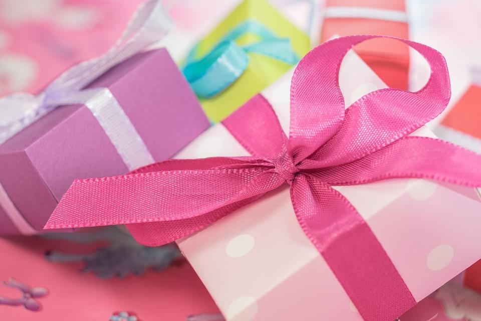 caja regalo con lazos