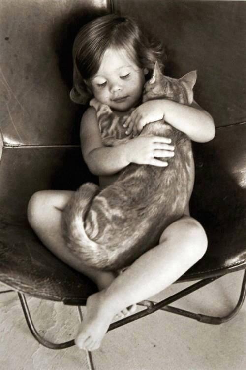 niña con gata