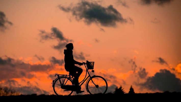 bicicleta al atardecer