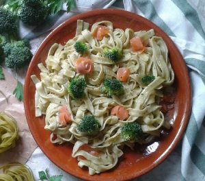 pasta brocoli y salmón