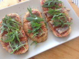 Tosta sardina ahumada