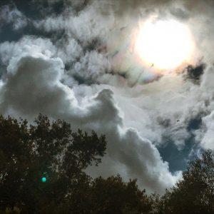luna llena entre nubes, fogografía